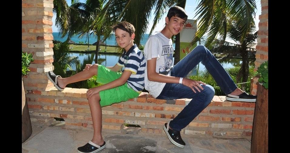 Hellen Correa mandou foto dos filhos Gustavo e Guilherme