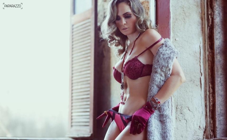 14.fev.2016 - Ana Paula Renault posa de lingerie para ensaio sensual do Paparazzo. Em entrevista ao Ego, a mineira falou sobre o que agrada na cama: