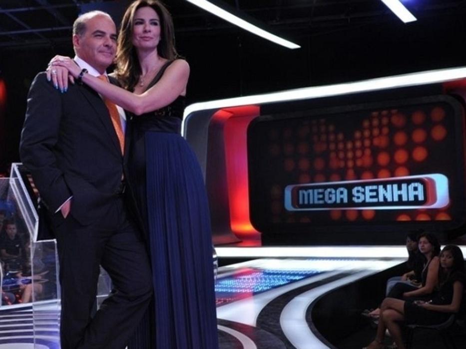 """28.abr.2010 - Marcelo de Carvalho e Luciana Gimenez à frente do game """"Mega Senha"""""""