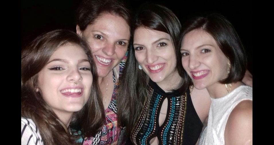 Adriana Santoro com as filhas Sophia, Stella e Stephanie, de Jundiaí (SP)