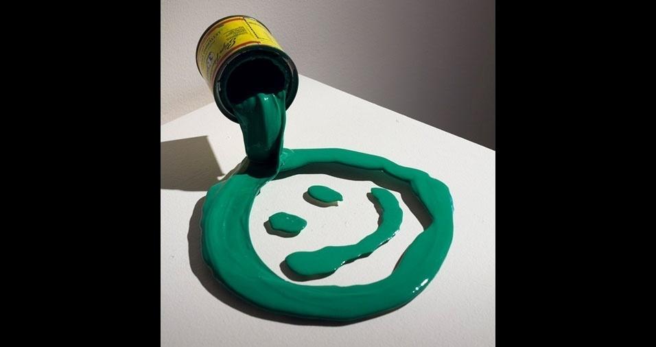 4. Os trabalhos são feitos em resina epoxy e tinta esmalte
