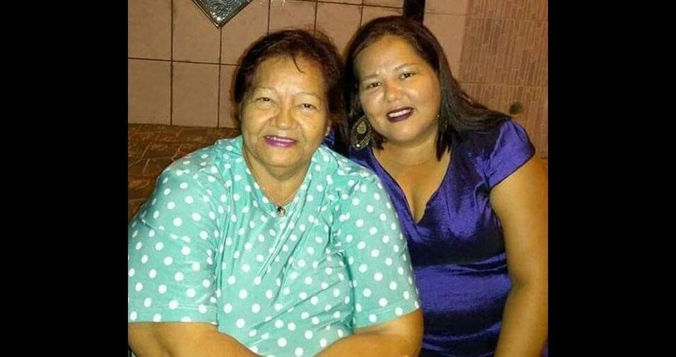 """Sandra Nivea enviou foto com a querida mãe e amiga Marié Alves Grigorio, de João Pessoa (PB): """"Um beijo minha rainha. Te amo!"""""""