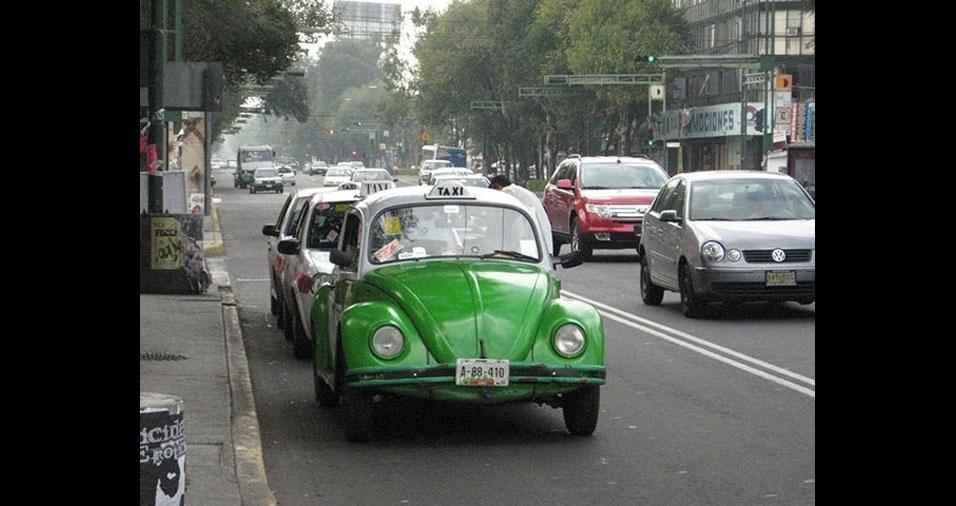4. O velho e conhecido Fusca é taxi na cidade do México, México