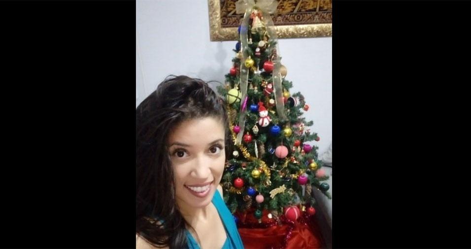 """Nara Fabiula lembra que """"já é Natal"""""""