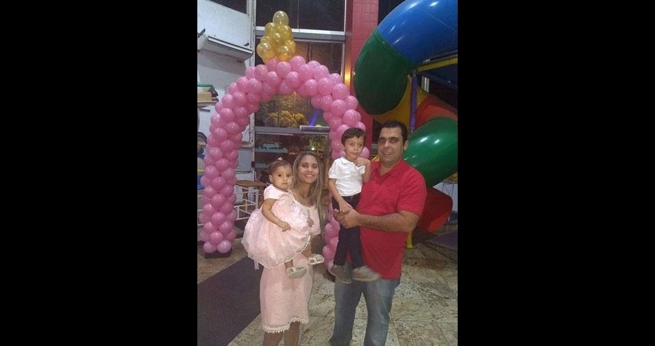 Ailson Gustavo Campos Miranda e Maria Aparecida Pereira de Souza são os pais do Heitor e da Helena, de Governador Valadares (MG)