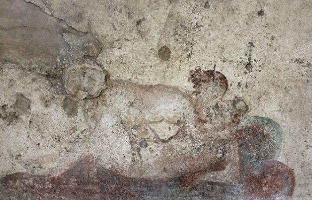 15.dez.2016 - A historiadora Kelly Olson registrou o que seriam imagens dos serviços de prostituição servidos no Lupanar, o mais famoso bordel de Pompeia, cidade romana que sumiu do mapa após a erupção do vulcão Vesúvio