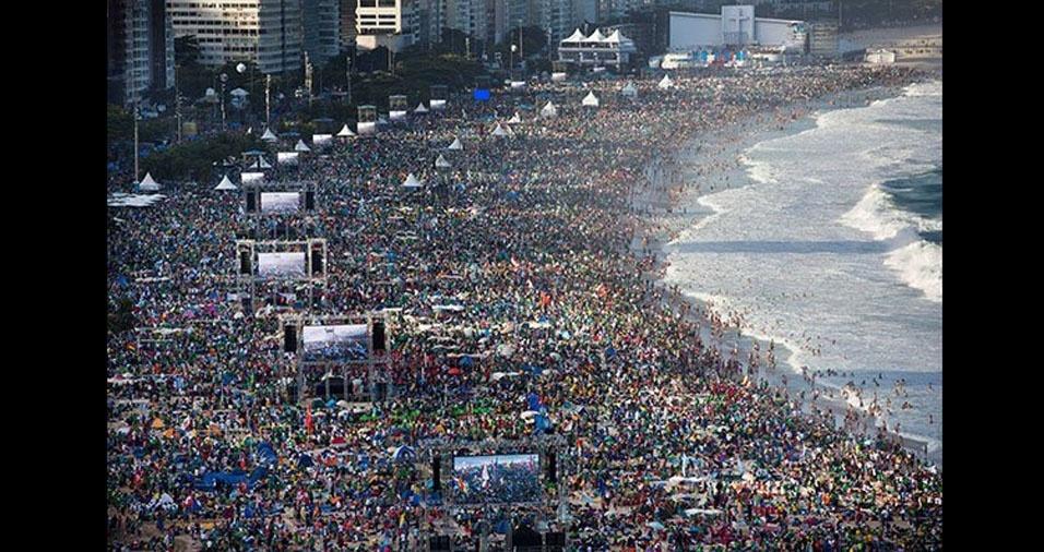 18. Três milhões de pessoas na praia de Copacabana, no Rio de Janeiro, para assistir à missa do Papa