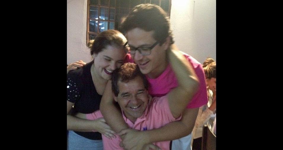 Papai Elson com os filhos Gustavo e Gabriela