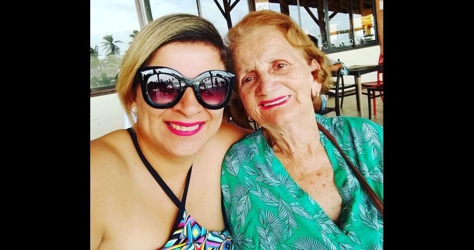 """""""Meu nome é Martiniana Rocha Silva e essa é minha querida mãe Vânia Resende Cruz, moro em Aracaju (SE). Infelizmente há três meses perdi minha querida mãe. Gostaria de ter nossa foto publicada no BOL para que todos saibam como a amo e que os mesmos percebam como é bom estar com sua mãe nesse dia. Eu infelizmente não a tenhomais."""""""