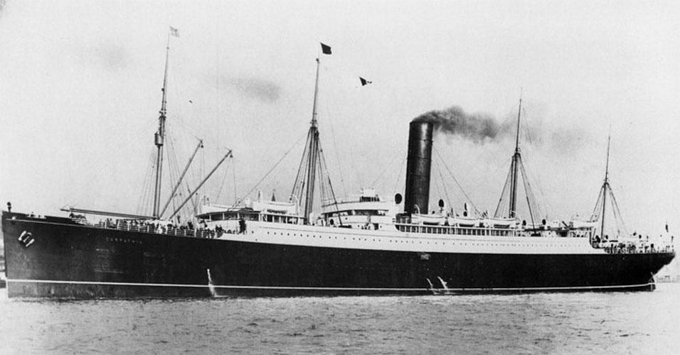 A tragédia do Titanic só não foi ainda maior porque o Carpathia (foto), um navio transatlântico que partia de Nova York rumo a Gibraltar, na Europa, captou os pedidos de socorro do Titanic e alterou sua rota rumo ao desastre. O navio foi o responsável por resgatar cerca de 18 botes salva-vidas à deriva no mar, por volta das 4h00