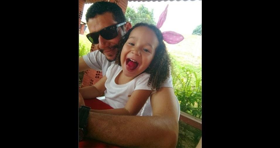A Claudia mandou foto da Lanna com o papai Lamounier Saldanha, de Rio Branco (AC)