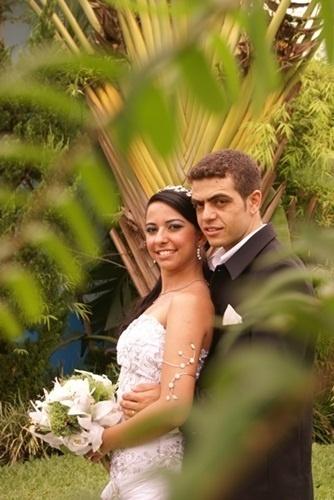 """""""Foi um momento único e inesquecível, um dos melhores dias das nossas vidas!"""", afirma Debora Fonseca Almeida Rocha sobre a união com Denis de Abreu Rocha em Nova Serrana (MG) no dia 12 de dezembro de 2009."""