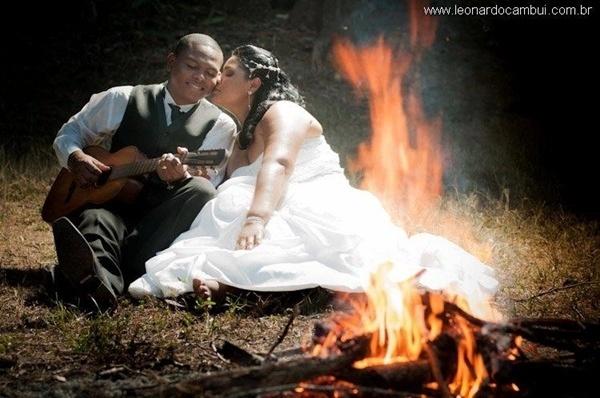 O casamento de Rafael Santos Cordeiro e Eliane Pereira Fernandes aconteceu em Teófilo Otoni (MG), no dia 1º de outubro de 2011.