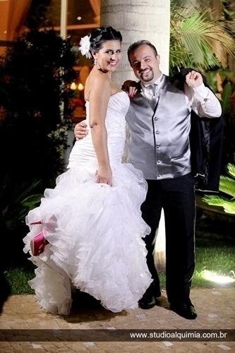 Alexandre Felippe e Elaine Britto aparecem sorridentes em foto do dia 3 de novembro de 2012, quando casaram em Americana (SP).