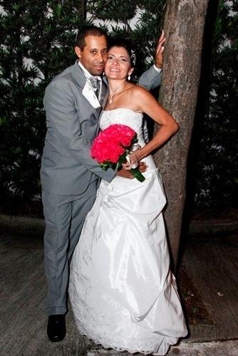 """""""Foi um dos dias mais felizes das nossas vidas!"""", relata Joseane Leandro de Araujo Goes ao relembrar o casamento com o maridão Marcelo Rodolfo de Goes em Santo André (SP) no dia 8 de março de 2013."""