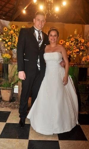Marcos Aparecido Celinski e Rosicleide Calixta Celinski, de Itapevi (SP), casaram-se em 26 de maio de 2012. 'Ver meu futuro marido me esperando no altar foi incrível e emocionante', conta ela,