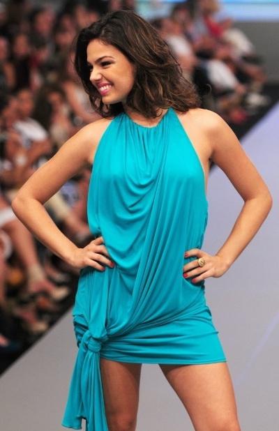 12.set.2009 - Isis Valverde participa do desfile do Oscar Fashion Days, realizado em São José dos Campos, em São Paulo