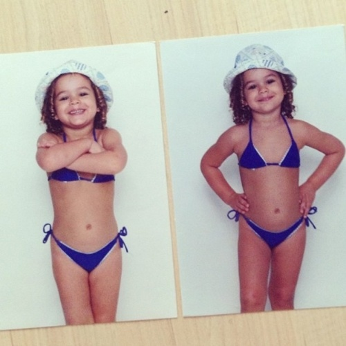 """7.jun.2013 - A atriz Bruna Marquezine divulgou duas imagens do passado em que aparece pequenina, de biquíni, fazendo charme para a foto: """"Sensualizando na rede social... Hahahahaha #debiquini #minibruna"""", escreveu a beldade"""