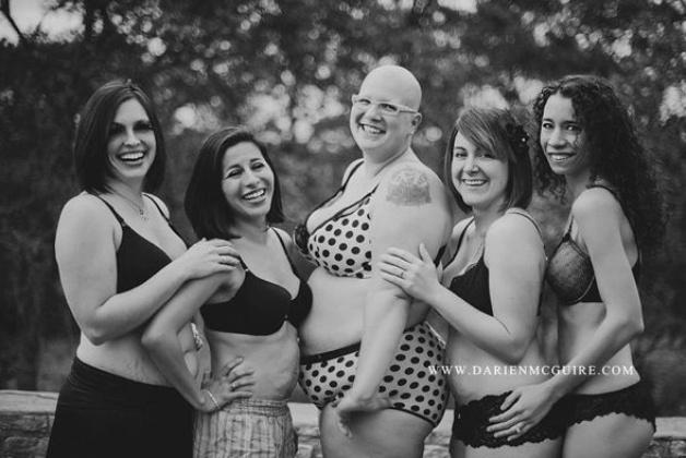 Mulheres reais depoois do parto em ensaio da fotógrafa norte-americana Darien McGuire