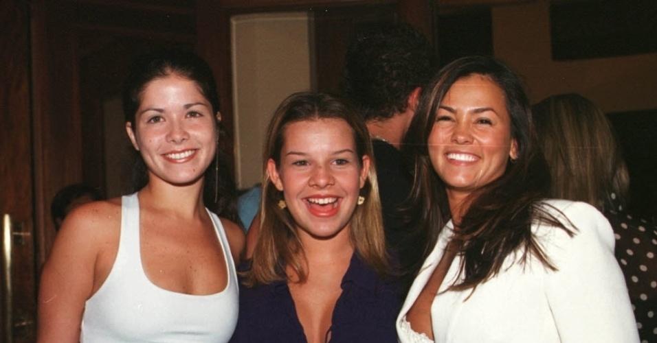 2.fev.2001 - Da esquerda para a direita, as atrizes Samara Felipo, Fernanda Souza e Suzana Alves, a Tiazinha, na estréia da peça