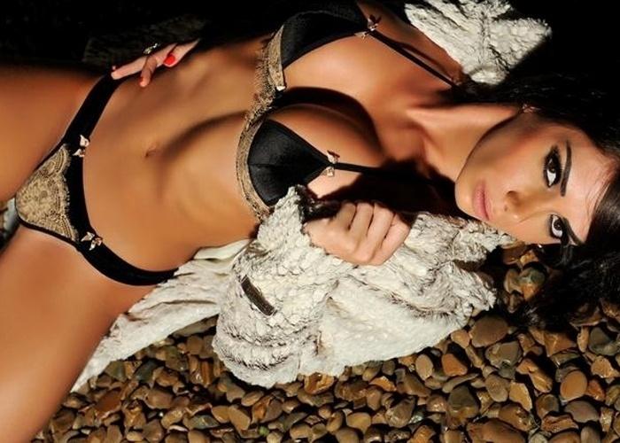 """14.jun.2013 - Graciella Carvalho, apresentadora do """"Malícia"""" (Multishow), exibiu os atributos para um novo ensaio sensual. A bela, que posou de lingerie preta e salto alto, também revelou o novo visual: ela escureceu os fios e cortou o cabelo acima dos ombros"""