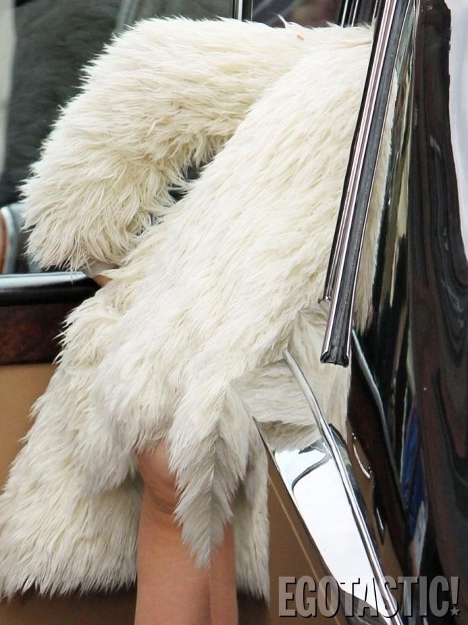 """26.jun.2013 - Kate Moss foi clicada em um momento indiscreto. De acordo com o site """"Egotastic"""", a modelo deixou aparecer um pouco de celulite na região das coxas e bumbum durante uma gravação, em Londres"""