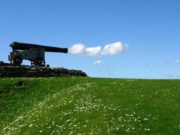 As balas do canhão são nuvens! Que fofo!