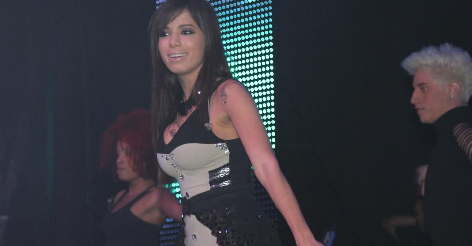 14.jul.2013 - A funkeira Anitta se apresenta na casa de shows Via Marquês, em São Paulo