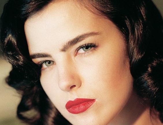 Ana Paula Arósio nasceu em 16 de julho de 1975, na cidade de São Paulo; começou a trabalhar como modelo, aos 12 anos