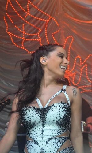 23.jul.2013 - Mesmo com o frio forte em São Paulo, a funkeira Anitta se apresenta no Royal Club, na capital paulista, com um de seus famosos figurinos justos