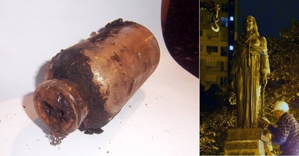 1.ago.2013 - Restauradores da Fundação Cultural de Curitiba (FCC) revelaram, na manhã desta quinta-feira (1º), o que havia dentro da garrafa encontrada embaixo da estátua de Tiradentes, na praça de mesmo nome (no centro), em Curitiba, há uma semana