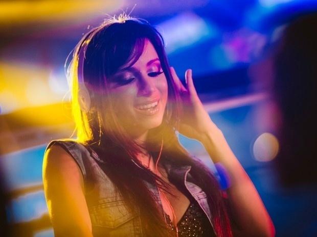 """1.ago.2013 - A poderosa funkeira Anitta é a nova garota-propaganda de uma marca de preservativos; a beldade gravou o vídeo da campanha em uma boate de São Paulo ao som de seu hit """"Show das Poderosas"""""""
