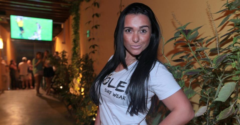 4.ago.2013 - Kamyla Simioni, suposto affair de Tony Salles, marido de Scheila Carvalho, posa para fotos