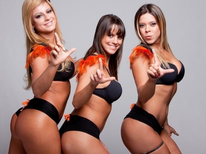 """O time de """"Legendetes"""", as belas assistentes de palco do programa """"Legendários"""", comandado por Marcos Mion na rede Record, é formado por belas mulheres"""