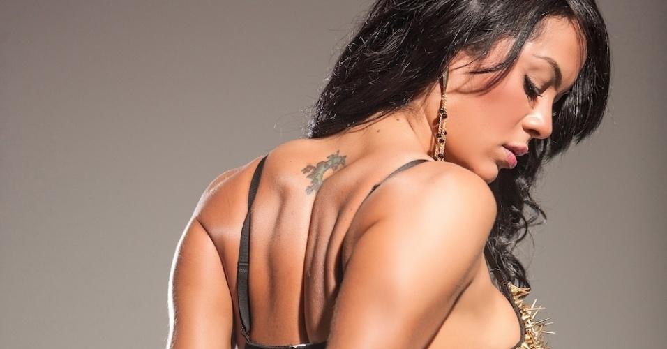 """26.ago.13 - Em junho deste ano, Aline Bernardes foi eleita Musa da Copa das Confederações pela revista """"Sexy"""" e estampou a capa da publicação."""