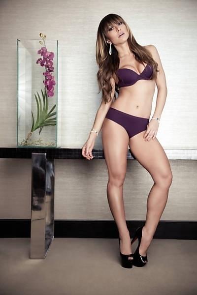 28.ago.2013 - Sabrina Sato mostra suas curvas em ensaio de lançamento de sua grife de lingerie. As peças foram feitas em parceria com a marca Marcyn