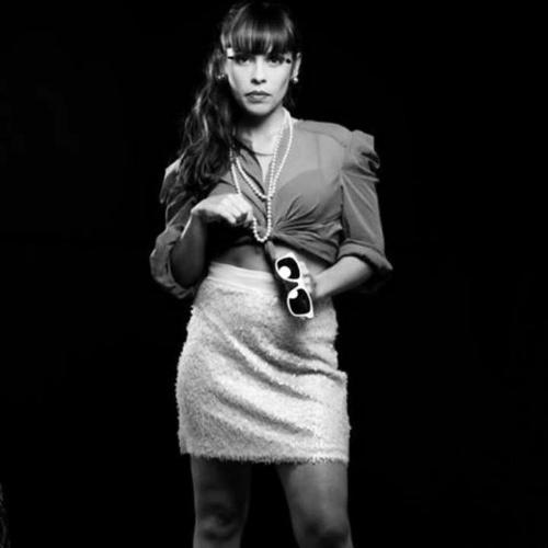 """29.ago.2013 - Mãe de duas meninas, Lolita Flor e Sophia Luz, a atriz Gisele Frade conseguiu manter a boa forma e se tornou um mulherão. Gisele é famosa por viver a personagem Bia de """"Chiquititas"""", sucesso dos anos 90"""