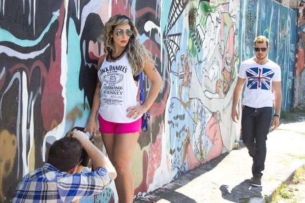 """2.set.2013 - A ex-BBB Jaque Khury mostrou que a gravidez de quatro meses não interferiu em sua rotina de modelo. A beldade foi clicada em fotos para sua nova coleção de roupas e revelou que mulheres """"grávidas podem ser bonitas e sensuais"""", em foto postada no Instagram"""