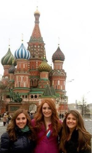 """8.set.2013 - Este trio de belas moças, na verdade é uma equipe exorcista que combate demônios aos finais de semana. As americanas Bryne Larson, de 18 anos, e as irmãs Tess e Savannah Scherkenback, de 18 e 21 anos, são conhecidas como """"teenage exorcists"""", ou exorcistas adolescentes, segundo o jornal """"Daily Mail"""". Atualmente, elas estão em Londres tentando expulsar os espíritos malignos da capital da Inglaterra. Em entrevista, a equipe destacou que a promiscuidade pode trazer demônios sexualmente transmissíveis"""