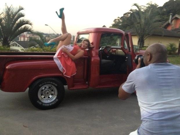 16.set.2013 - A ex-BBB Fani Pacheco colocou os pernões para o ar. A gata participou de ensaio fotográfico especial de moda retrô no último sábado (14) e mostrou as pernas torneadas
