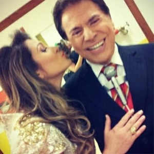 """Lívia Andrade e Silvio Santos nos bastidores do programa """"Jogo dos Pontinhos"""""""