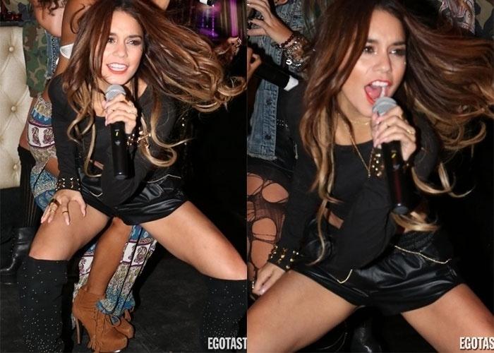"""25.set.2013 - Peraí! O que é isso no meio das pernas da cantora norte-americana Vanessa Hudgens? A cantora norte-americana foi clicada enquanto fazia uma dança para lá de sensual em uma boate de Hollywood, segundo informou o site """"Egotastic"""". A interpretação da imagem pode ficar por sua conta, internauta :-)"""