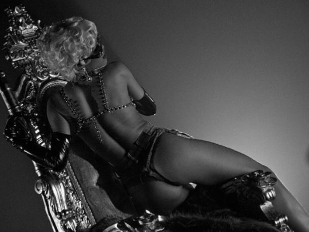 """1°.out.2013 - Rihanna mostrou uma prévia do que será seu novo clipe """"Pour it up"""". No Instagram, a moça aparece fazendo poses sensuais com cabelo loiro e curtinho"""