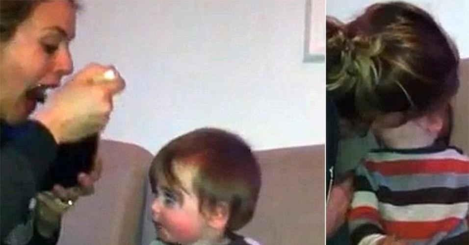 """4.out.2013 - Em 2012, Alicia Silverstone, conhecida por atuar no filme """"As Patricinhas de Beverly Hills"""" (1995), causou polêmica ao divulgar um vídeo no YouTube que mostrava a atriz mastigando a comida do filho antes de dar para ele, diretamente na boca. Em seu blog, Alicia afirmou que esse é o seu modo """"favorito"""" de dar comida ao filho. """"Ele literalmente engatinha pela sala para atacar minha boca se estou comendo"""", completou."""