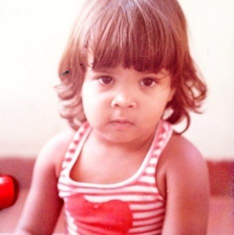 """11.out.2013 - Preta Gil não ficou de fora da onda das fotos infantis na web. """"Começando o momento dia das crianças!! #jambo #fofinha"""", disse a cantora fofinha em foto do passado"""