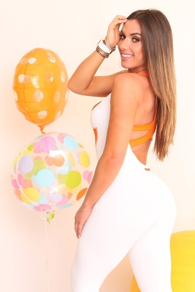 """18.out.13 - Além de repórter do """"Pânico"""", Nicole é uma das estilistas e donas da marca de moda fitness Clarabella"""