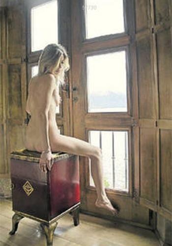 """Out.2013 - Sessenta mulheres argentinas resolveram posar nuas para financiar a compra de um mamógrafo para um hospital público da região da Patagônia. A fotográfa do projeto batizado de """"Mujer en amor"""" (""""Mulher com amor"""", em tradução livre), Paola Pierini, falou um pouco sobre a ideia do ensaio: """"Queríamos mostrar as mulheres como elas são e transmitir a ideia de que podem ser felizes com seus corpos. Alguém que está preocupada com imagem tem até o prazer afetado na hora do sexo"""", afirmou"""