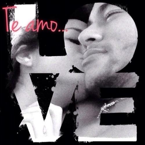 """3.nov.2013 - Neymar abre o coração e faz declaração de amor para a namorada, a atriz Bruna Marquezine: """"Ao invés de você procurar pelo homem perfeito fui eu que te achei"""", escreveu o atleta na legenda da imagem, em que aparece com a amada entre as letras de """"Love"""" (Amor)"""
