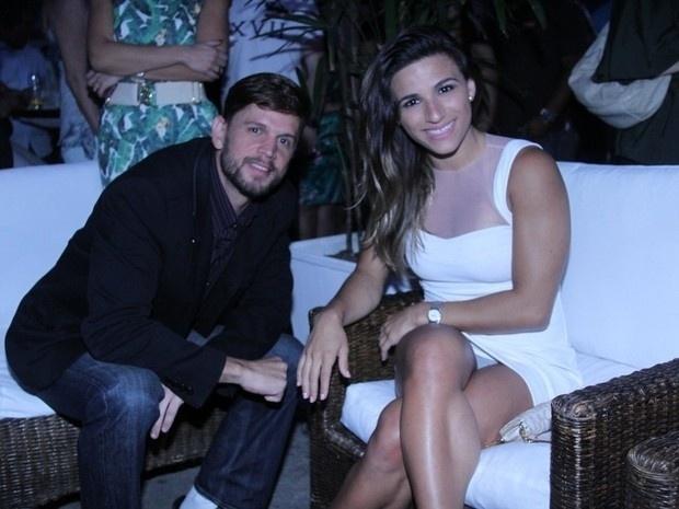 """13.nov.2013 - De vestido curtinho, a ginasta Jade Barbosa se descuidou e """"pagou calcinha"""" durante evento no Rio de Janeiro. Jade é famosa por postar fotos exibindo o belo corpo nas redes sociais"""
