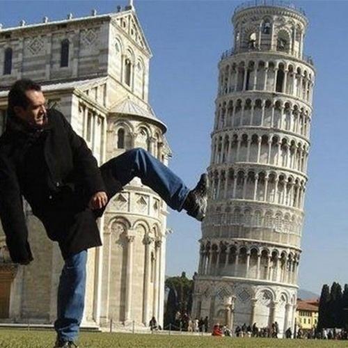 Pisando na Torre de Pisa